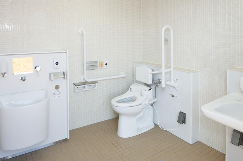 バリアフリー対応のトイレ空間