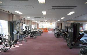 屋内プールの2階にあるトレーニングルーム