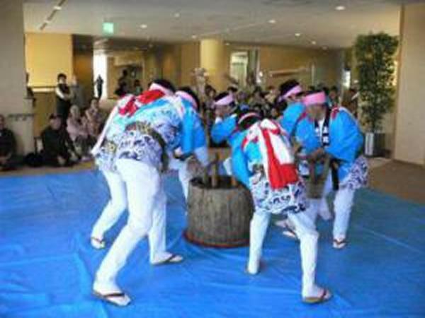 藤波の餅つき踊り